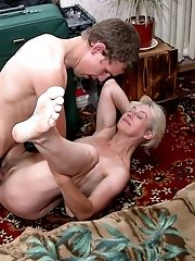 Hot amateur mom screwed in her bedroom